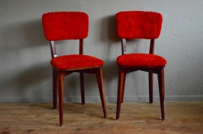 Chaises bistrot moumoute rouge kitsch vintage rétro années 60 red fake fur chairs french deco sixties pop