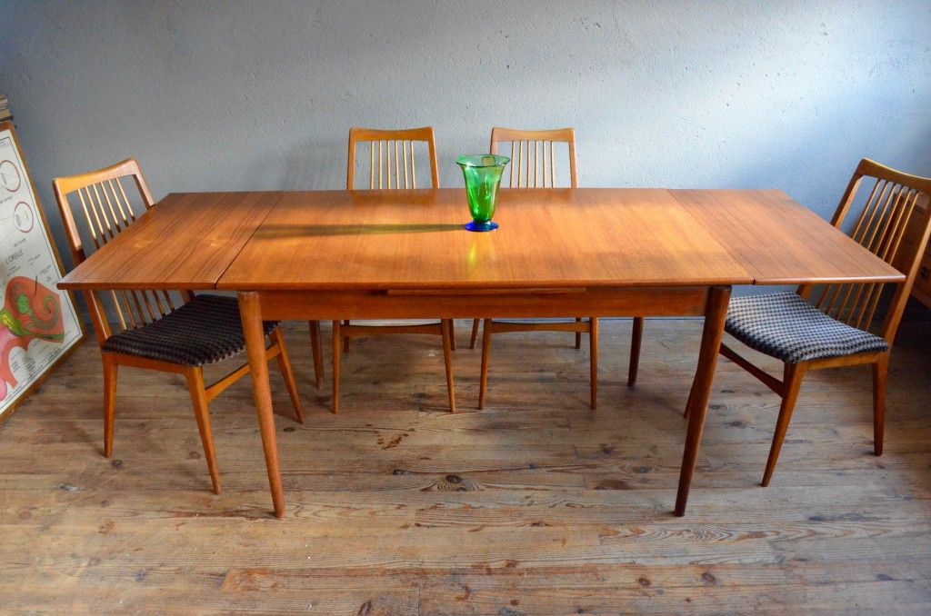 Table rallonges integrees conceptions de maison for Table rallonge scandinave