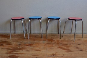 Tabourets vintage rétro pop formica années 60 sixties chrome french furniture metal stool midcentury lot de 4 rouge bleu
