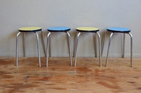 Tabourets vintage rétro pop formica années 60 sixties chrome french furniture metal stool midcentury lot de 4 bleu jaune