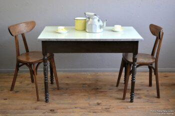 Table bistrot vintage en bois tourné et formica brasserie guinguette vintage bureau cuisine petite ancienne meuble