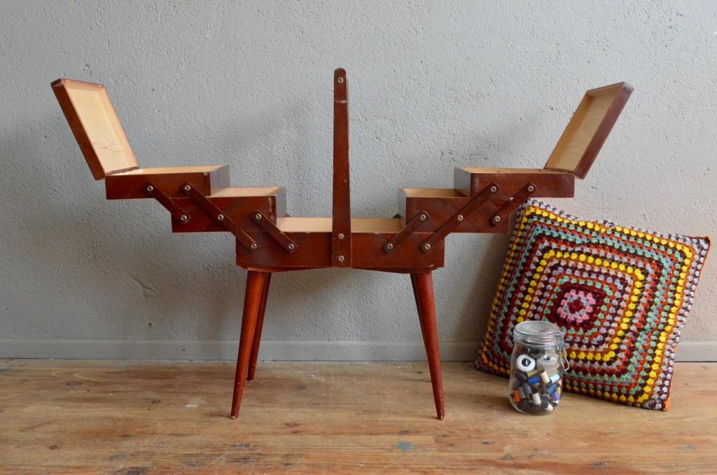 boite couture henriette l 39 atelier belle lurette r novation de meubles vintage. Black Bedroom Furniture Sets. Home Design Ideas