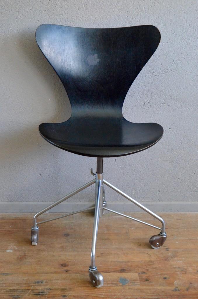chaise de bureau arne jacobsen 3117 l 39 atelier belle. Black Bedroom Furniture Sets. Home Design Ideas