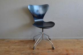 Chaise de bureau Arne Jacobsen Série 7 Edition Fritz Hansen design années 70 scandinave antic scandinavian desk armchair midcentury indus seventies