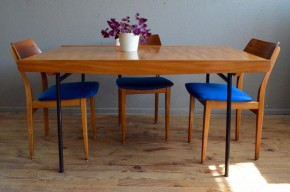 Table Pierre Guariche vintage rétro années 50 meuble TV orme et piétement tubulaire moderniste design antic french designer table midcentury