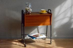 Travailleuse boite à couture vintage rétro desserte à roulettes moderniste années 60 bout de canapé antic french deco sewing box sixties