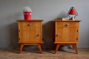 Paire de chevets vintage rétro moderniste bois clair scandinave pieds compas années 60 chambre enfant