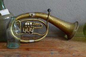 Saxhorn ténor tuba euphonium bugle instrument de musique ancien cuivre déco décalée