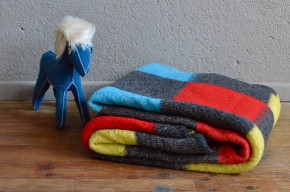 Couverture en laine plaid vintage rétro coloré années 70 antic woolen blanket seventies
