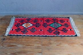 Tapis vintage minimaliste Kilim géométrique années cinquante ethnique artisanal handmade