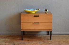 Chevet guéridon bout de canapé vintage rétro années 50 moderniste piétement style Gascoin Alvéole pieds métal