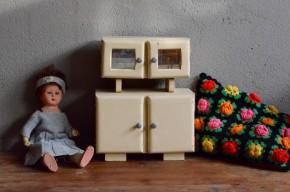 armoire de poupée vintage buffet mado rose et blanc jouet bois ancien idée cadeau