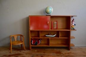 Etagère bibliothèque enfant moderniste pop années 50 chêne rouge vintage rétro chambre enfant antic kid shelves library french furniture midcentury