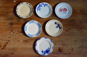 Série d'assiettes anciennes vaisselle rétro vintage faïence années 40 bohème antic french plates dishes bohemian deco