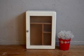 Armoire à pharmacie rétro bohème années 40 shabby chic medecin cabinet wall decoration blanche