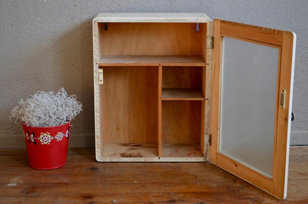 meuble de pharmacie flavie l 39 atelier belle lurette r novation de meubles vintage. Black Bedroom Furniture Sets. Home Design Ideas