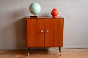 Petit bahut moderniste français des années soixante teck commode chevet ou enfilade pieds compas petit meuble vintage