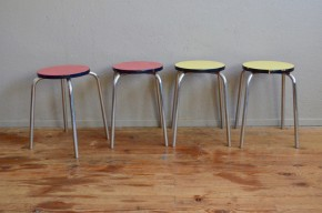 Tabourets vintage rétro pop formica années 60 sixties chrome french furniture metal stool midcentury lot de 4 rouge jaune