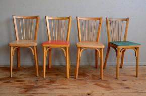 Cette jolie série de chaises bistrot signées Baumann, est constituée dans un esprit mix and match ou appareillé dépareillé. Il s'agit en effet d'un lot de 4 chaises du même modèle sous trois variante. Dans un pur esprit bistrot, vous trouverez deux chaises à l'assise bois, ainsi que deux chaises avec des galettes en skaï rouge vif et verte. La structure des chaises est en hêtre à la teinte claire.