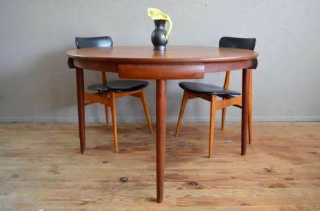 Table ronde ovale teck scandinave Hans Olsen rallonges Frem Rojle scandinave pieds fuseaux organic design danish