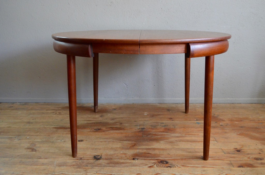 table ronde scandinave rallonge finest galerie de table ronde scandinave rallonge with table. Black Bedroom Furniture Sets. Home Design Ideas