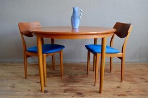 Table ronde teck scandinave pieds fuseau années soixante bois clair Fastrup signées mobilier design danois
