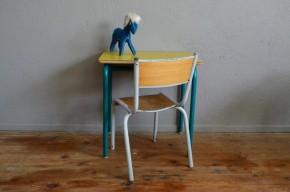 Bureau d'écolier pupitre vintage rétro années 60 formica jaune piétement tubulaire pop mobilier chambre enfant idée cad'eau