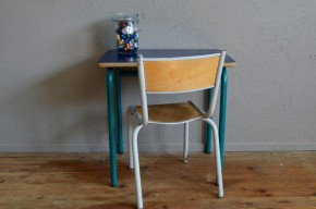 Pupitre bureau d'écolier bleu et sa chaise vintage rétro années 70 formica piétement tubulaire pop hitier mullca