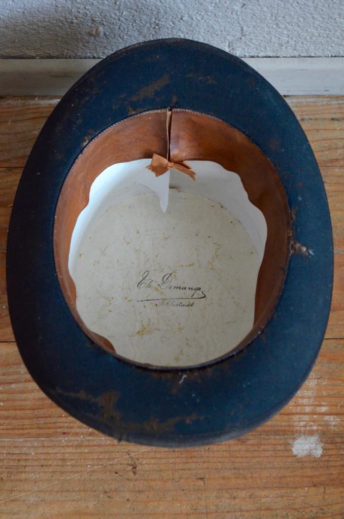 chapeau haut de forme ars ne l 39 atelier belle lurette r novation de meubles vintage. Black Bedroom Furniture Sets. Home Design Ideas