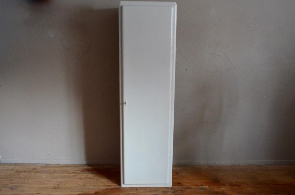 cette armoire rtro des annes 50 est douce et atypique ses lignes tout en rondeurs armoire colonne salle de bain