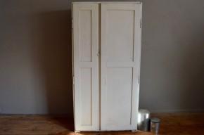 armoire parisienne vintage rétro bohème shabby chic crème penderie vintage blanche étagère