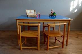 Ensemble table et chaises bleu rectangulaire enfant mobilier Montessori Waldorf design vintage rétro années 60 jeux activités antic set of chairs table wooden kid furniture