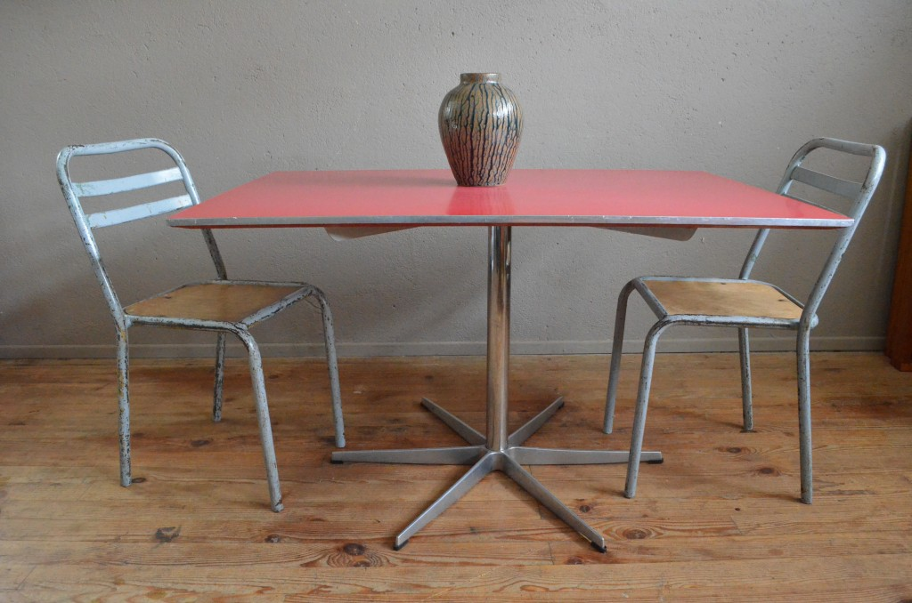 "Table de repas Arne Jacobsen ""Rouge"""