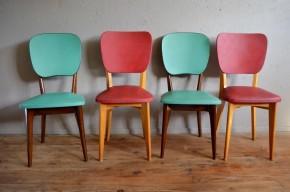 Un piétement fin et effilé, un grand dossier confortable, du vinyle et un look sixties guilleret sont les points communs de cette série de chaises dépareillées. La similitude des lignes est rehaussée par un contraste marqué des couleurs, tant au niveau des montants des chaises que du vinyle constituant assise et dossier! Confort, couleurs et lignes rétro dynamiques, ce bel ensemble de chaises mix & match nous donne un joli coup de fouet!