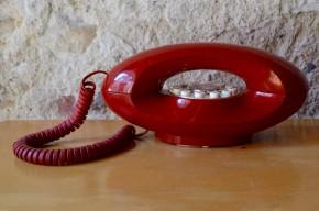 Téléphone rouge vintage ancien space age décoration kitsch and chic