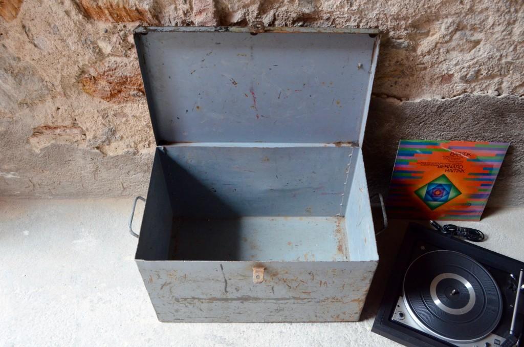 caisse metal rangement trendy moyenne boite malle ancienne caisse recettes cuisine coffre. Black Bedroom Furniture Sets. Home Design Ideas