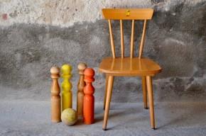 Les enfants aussi apprécie le style scandinave ! Jolie déclinaison pour les petits d'une chaise à barreau au look épuré, voici une belle petite chaise vintage en bois clair qui trouvera facilement sa place dans une chambre d'enfant. Avec sa forme épurée qui modernise les formes du mobilier vernaculaire nordique elle donnera sa touche vintage à la déco des bouts de choux!