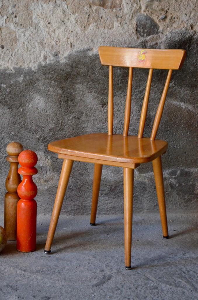 chaise scandinave enfant laura l 39 atelier belle lurette r novation de meubles vintage. Black Bedroom Furniture Sets. Home Design Ideas