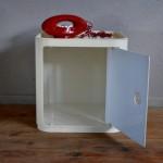 Les élements Componibili ont été imaginés par Anna Castelli. Ils font écho une démarche de design total proposé par le courrant moderne italien dans les années soixante soixante dix. Produits par Kartell et entièrement réalisés en plastique moulé ABS ils peuvent être utilisés seuls ou en ensemble.