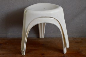 Tabouret lot de 2 empilables fibre style eames anciens vintage blancs ancien Patrick GINGEMBRE