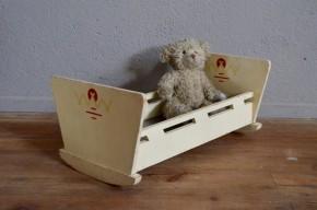 Lit de poupée bascule vintage Jouet en bois enfant idée cadeau petite fille jeu ancien vintage