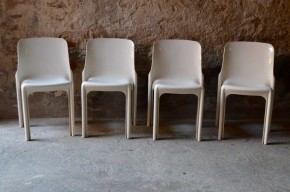Chaises Blanches lot de 4 Vico Magistretti Modèle SELENE pour Artemide design italien années soixante space age