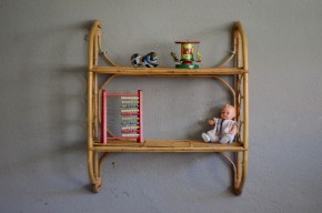Etagère en rotin vintage rétro années 60 chambre d'enfant bibliothèque bohème gipsy chic kid shelves rattan furniture sixties midcentury
