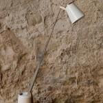 Le design de ces petites lampes est le résultat d'une pensée du tout modulable. Lampes de bureau orientables, elles se transforment (tels les jouets robots de notre enfance!) en applique ou veilleuses. Elles se compactent même pour libérer de l'espace sur le bureau. D'un design futuriste, elles nous charmes par leurs formes originales et ludiques.