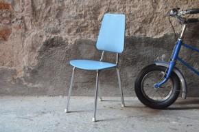 Chaise enfant mobilier vintage chaise skaï bleu chrome design 1950 allemand scolaire