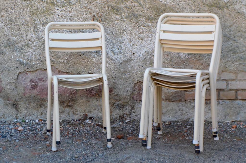 6 chaises tolix blanches l 39 atelier belle lurette r novation de meubles vintage. Black Bedroom Furniture Sets. Home Design Ideas