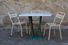Table métal industriel plateau en tôle émaillé intérieur extérieur salon de jardin blanche et verte style industriel vintage