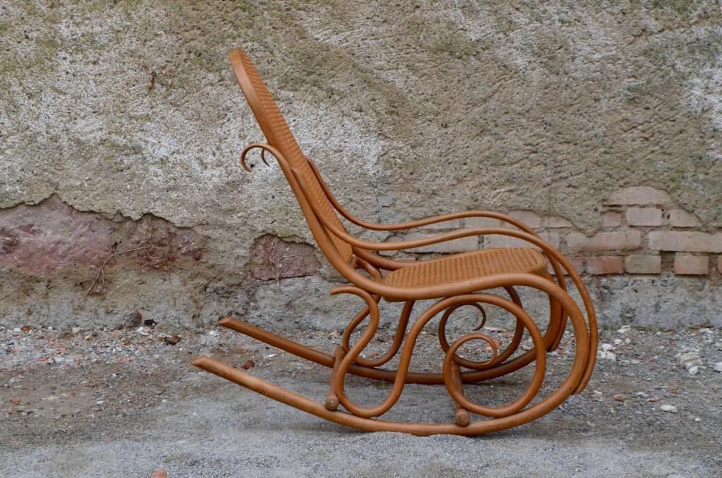 rocking chair thonet l 39 atelier belle lurette r novation de meubles vintage. Black Bedroom Furniture Sets. Home Design Ideas