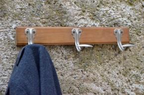 Patère vintage rétro en bois et métal blanc porte manteau expédition brocante triple bois et métal