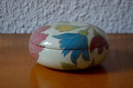 Bonbonnière faïencée Charolles céramique boite fleures art déco ancienne craquelée marguerite
